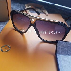 Louis Vuitton Evidence Sunglasses Unisex